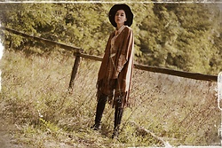 Ewa Macherowska - Tally Weijl Poncho, Second Hand Shirt, Bershka Pants, Deichmann Boots, Tk Maxx Hat - Wild West Girl