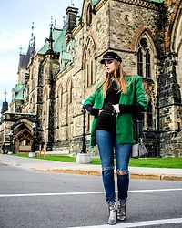 Julia - H&M Blazer, H&M Sweater, H&M Jeans, H&M Bag, H&M Boots - A touch of green