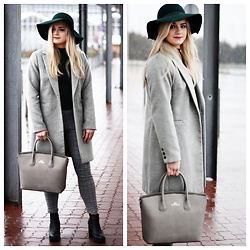 Natalia Piatczyc - Zaful Sweater With Ruffles, Primark Grey Coat, Pimkie Green Hat, Wittchen Grey Bag - Shaded spruce