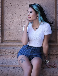 Jamie Langworthy - Bolo Vintage Fuzzy Ribbed Crop Top, Hollister High Waisted Denim Shorts, Vince Camuto Black Pendent With Short Gold Chain, Forever 21 Cuff Bracelet - Fuzzy