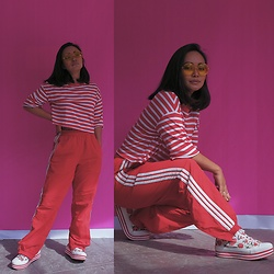 Clair De Lune Wild Rose - H&M Striped Tee, Adidas Sweatpants, Converse Strawberry Flats - 1/2