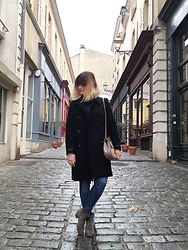 The laid-back girl Léa - Chloé Drew Bag, Mango Coat, H&M Jeans, Isabel Marant Dicker - Drew