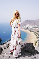 Justyna B. - Ray Ban Sunglasses - Tenerife / Maxi Dress