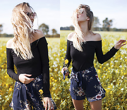 Eva Velt - Asos Top, Romwe Sunnies, Chicuu Short - Yellow fields forever
