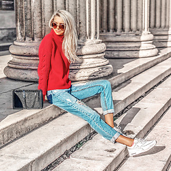Vera Hutterer - Vero Moda Funnel Neck Side Stitch Jumper, Zara Black Bag, Superdry Boyfriend Jean With Abrasions, Nike Air Max 90 Patent Sneakers, Dolce & Gabbana Vintage Style Metal Sunglasses - Back To The 80s Look | la-blonde.com