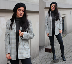 Justyna Lis - Topshop Black Jeans, Zara Black Boots, H&M Grey Turtleneck, H&M Sunnies - Beret on my mind