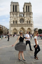 Elisa Bochicchio - Zara Top, Vans Sneakers - Paris is always a good idea!