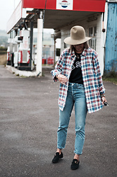 Daniella Robins - Fat Face Shirt - What To Wear For The Weekend? Try This…