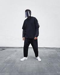Martell Campbell - Y 3 Visor, Y 3 Sweater With Detachable Sleeves, Y 3 Pants, Y 3 Sneakers - Visor Style