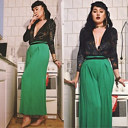 Andréa Frisk - H&M Velvet Body, Secondhand 40's Trousers, Primark Nude Pumps - Studio living