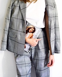 Katarina Vidd -  - Checked suit