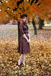 Bleu Avenue - Unique Vintage Trudy Plaid Swing Dress - Plaid Fall