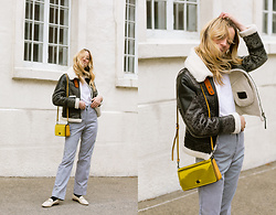 Gabrielle Lacasse - Coach Gold Dinky Bag, Coach Aviator Jacket, Frank&Oak White Tee, Vintage Pants - Gold bag
