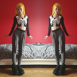 Nymphiah - Iron Fist Clothing Black And White Skeleton Crop Top, Gray Yoga Pants With Black Taille, Demonia Black Stomp 08 Veggie Suede / Velvet, My Instagram @Nadizombiechu - Comfy skeleton wear
