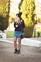 Martha Lozano - Buylevard Sweatshirt, Volum Bag, Pull & Bear Skirt, Maria Barcelo Booties - No me vendas la moto