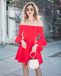 Elizabeth Lee (Stylewich) - Chloe Nile Bag - Best time of the year to wear red