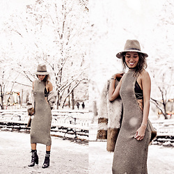 Ohn MintyFresh - The Shoe Box Midi Dress, Rag & Bone Fedora, Schutz Booties, Selfridges Fauxfur Coat - Twinkle Twinkle Little Star in WinterWonderland