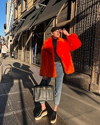 Anastasiia Masiutkina - Diane Von Furstenberg Fur Coat, Rag & Bone Suede Cap, Hermès Bag, Stella Mccartney Shoes - Why not to be bright during grey winter days 😎🌞😅 #Shopbop