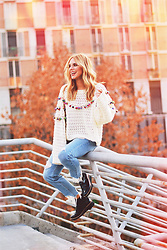Martha Lozano - Zara Knit, Pull & Bear Jeans, Maria Barcelo Shoes - No me vendas la moto