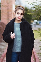 Gabrielle - New Look Black Teddy Coat, Zara Pattern Sweater, Bershka Blue Mom Jeans - Teddy Coat