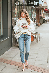 Stephanie Van Klev - Chic Wish Turtleneck Sweater, Gucci Belt, & Other Stories Bag, Levi's® Jeans, Steve Madden Pumps - KNIT YOUR LOVE