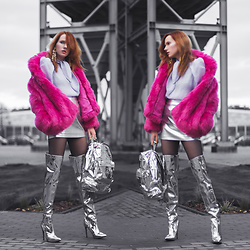 Anna Jaroszewska - Mango Faux Fur, Mango Blouse, H&M Skirt, Public Desire Long Silver Boots, Mi Pac Silver Backpack, Na Kd Long Earings - SPACE BARBIE