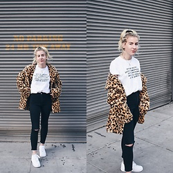 Giovanna Osterman - Green Box Shop Tee, American Apparel Jeans, Nike Air Force 1, Forever 21 Necklace, Old Navy Velvet Scrunchie - 01.06.18