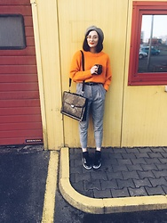 Janka Topanka - Nike Shoes, H&M Trousers, H&M Sweater, H&M Hat, H&M Glasses - Instax