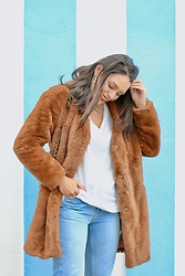 Natalia M - Pull & Bear Faux Fur Coat, Pull & Bear Mom Jeans, Zara Basic Tee - FAUX FUR COAT