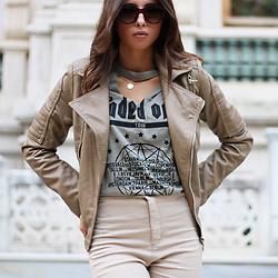 Cansın Ekşi - Voho Shop Leather Beige Jacket, Voho Shop V Neck T Shirt - Marvelous Mocha
