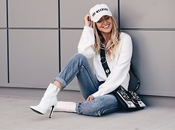 Amber Wilkerson - Sweatshirt, Jeans, Booties, Bags, Baseball Hat - YAY WEEKEND
