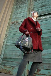 Ana - Zara Teddybear Coat, Babobaboom Handcrafted Leather Bag Ba, Sheriff&Cherry Black And White Sunglassess - Warm winter tones