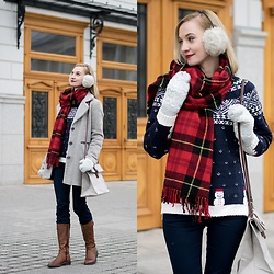 Joanna B - Asos Coat, H&M Scarf, Vagabond Shoes, Oysho Sweater, Uashmama Bag - Christmas Sweater