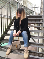 The laid-back girl Léa - Sézane Sweater, Levi's® Jeans, Chloé Bag, Nike Sneakers - Shades of neutrals