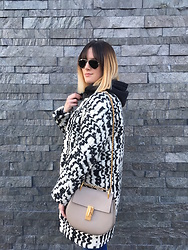 The laid-back girl Léa - Ray Ban Sunnies, H&M Sweatshirt, Vanessa Bruno Coat, Chloé Drew Bag - Gone shopping