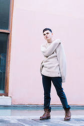 Enea Nastri - Timberland Chunky Sweater, Zara Black Relaxed Jeans, Timberland Mountain Boots - Granada