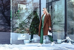 Anna Kopa - Coccinelle Bag, Reebok Sneakers, Max Mara Coat, H&M Costume, Massimo Dutti Top, Asos Glasses - Green Stripes