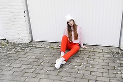 Sofie Rome - Thriftshop Pink Sweater, H&M Neon Red Pants, Puma Dad Sneakers - When pink and red collide