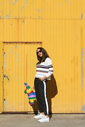 Natalia M - Zaful Sweater, Zaful Pantalón Raya Vertical, Pull&Bear Round Sunnies, Reebok Classic Leather - YELLOW TOUCH
