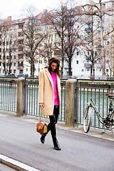 Malia Keana - Zara Camel Coat, Zara Vinyl Leggings, Zara Sweater, Chloé Bag - Camel coat and details