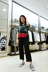 Tamara Putri - Pull & Bear Floral Top, Marc Jacobs Snapshot Bag, Converse Low Tops, Eesome Fringe Bottoms - I'm Back