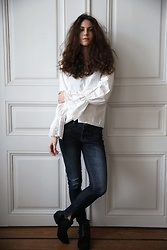 Andrea Andrea -  - WHITE FLARED BLOUSE, JEANS AND BLACK BOOTS - CATWALK AVENUE