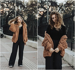 Andriana Argiropoulou - Bershka Lace Up Blouse, Bershka Wide Leg Pants, Teddy Jacket, Vans Sneakers - Total black & teddy jacket