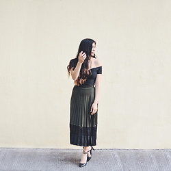 Gabirul C - Stradivarius Skirt, Nasty Gal Top - Olive green silk