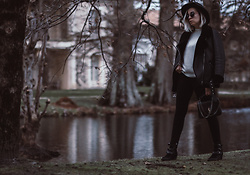 Jessica G - Zara Aviator Jacket, Saint Laurent Bag, Isabel Marant Boots - Au bord du lac // More on about-a-girl.com