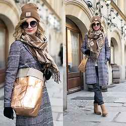 Joanna B - Asos Coat, Uashmama Paper Bag, Timberland Shoes - Fashion Week-end