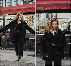 Andriana Argiropoulou - Zaful Faux Fur Coat, Bershka Lace Up Top, Zara Wide Leg Jeans, Vans Sneakers - Total Black look