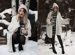 Gabriela Kugla - Zara Sweater, Tommy Hilfiger Shoes - In the forest