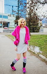 Evilish Queeny - Pin Faux Fur Cardigan, Krakme Patterned Knee High Socks - Overdose