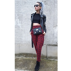Darina David - Pull And Bear Boots, Pull And Bear Pants, Daniel Ray Purse, Pull And Bear Jacket - @darinadavidmua
